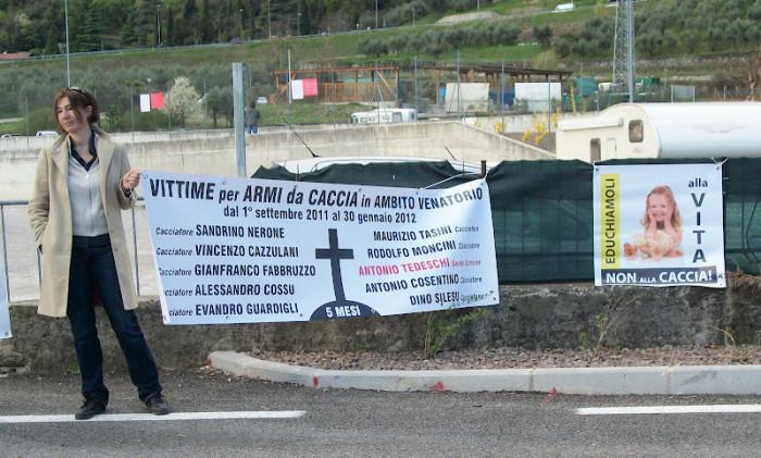presidio riva del garda davanti alla fiera della caccia e della pesca   31032012 20120401 1307689508 - Presidio alla Fiera Caccia e Pesca di Riva del Garda 31.03.2012 - 2012-