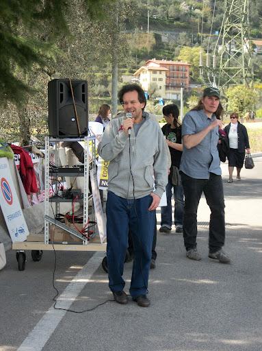 presidio riva del garda davanti alla fiera della caccia e della pesca   31032012 20120401 1816087458 - Presidio alla Fiera Caccia e Pesca di Riva del Garda 31.03.2012 - 2012-