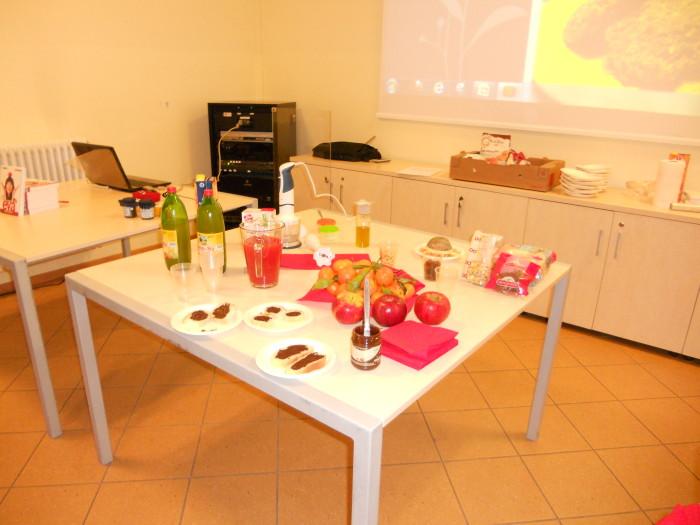 serata con aida el 20130212 1029846196 - Cles 01.12.2012 - Pronti Partenza Vegan, corso rapido di cucina vegan con Aida Vittoria Eltain - 2012-