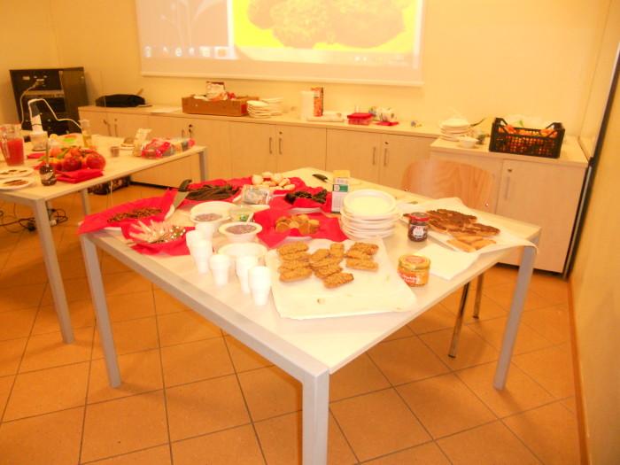 serata con aida el 20130212 1325779709 - Cles 01.12.2012 - Pronti Partenza Vegan, corso rapido di cucina vegan con Aida Vittoria Eltain - 2012-