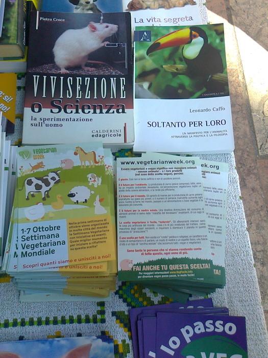 settimana veg mondiale   1 7 ottobre 20111016 1670374986 - TRENTO 15.10.2011- TAVOLO INFORMATIVO PER LA SETTIMANA VEGETARIANA MONDIALE - 2011-