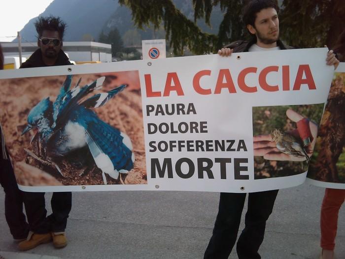 sit in animalista   fiera caccia e p 20130212 1185643370 - Riva del Garda 26.03 - Sit-in contro la fiera della caccia e della pesca