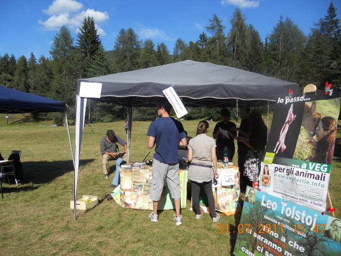 tavoli animal 20130212 1189880633 - FESTA DELLE ASSOCIAZIONI - LOC. 7 LARICI - COREDO (TN) - 31.07.2011