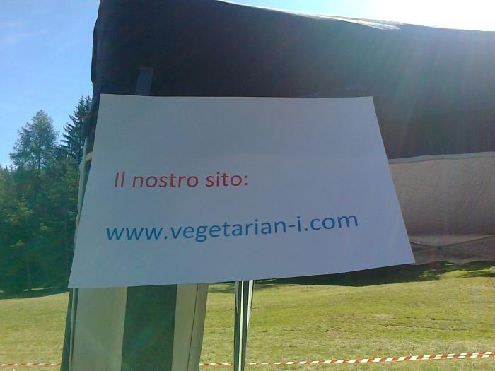 tavoli animal 20130212 1505393609 - FESTA DELLE ASSOCIAZIONI - LOC. 7 LARICI - COREDO (TN) - 31.07.2011