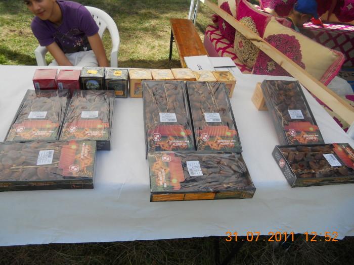 tavoli animal 20130212 2058458055 - FESTA DELLE ASSOCIAZIONI - LOC. 7 LARICI - COREDO (TN) - 31.07.2011