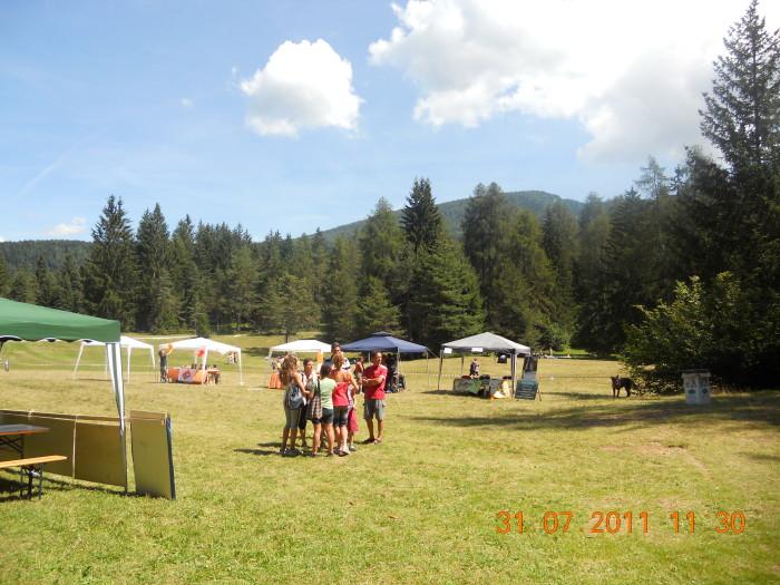 tavoli animalisti 20110802 1147365773 - FESTA DELLE ASSOCIAZIONI - LOC. 7 LARICI - COREDO (TN) - 31.07.2011