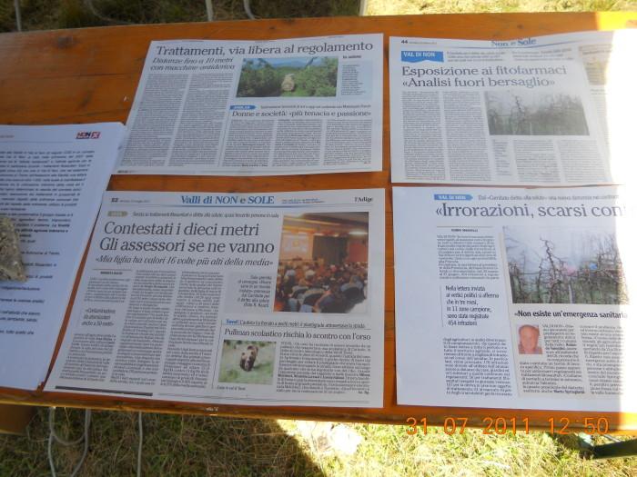 tavoli animalisti 20110802 1198078093 - FESTA DELLE ASSOCIAZIONI - LOC. 7 LARICI - COREDO (TN) - 31.07.2011
