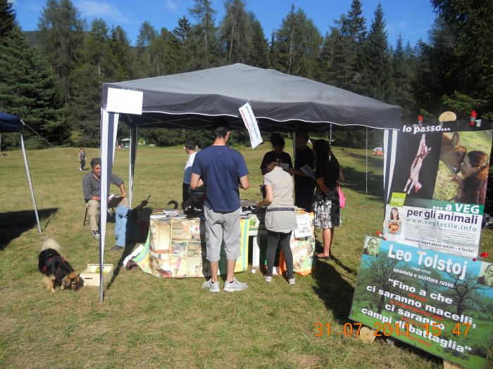 tavoli animalisti 20110802 1477083215 - FESTA DELLE ASSOCIAZIONI - LOC. 7 LARICI - COREDO (TN) - 31.07.2011