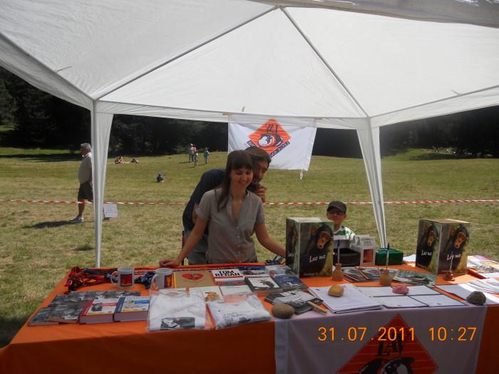 tavoli animalisti 20110802 1649450621 - FESTA DELLE ASSOCIAZIONI - LOC. 7 LARICI - COREDO (TN) - 31.07.2011
