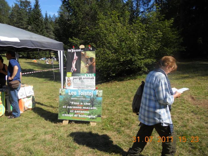 tavoli animalisti 20110802 1706140099 - FESTA DELLE ASSOCIAZIONI - LOC. 7 LARICI - COREDO (TN) - 31.07.2011
