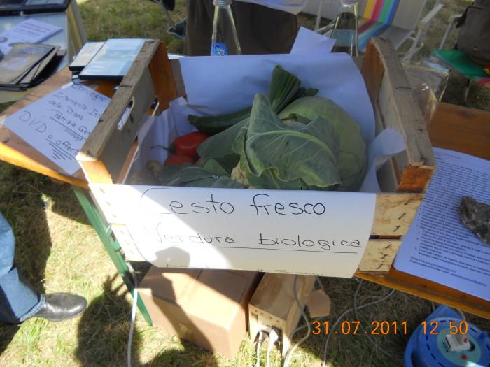 tavoli animalisti 20110802 1720319444 - FESTA DELLE ASSOCIAZIONI - LOC. 7 LARICI - COREDO (TN) - 31.07.2011