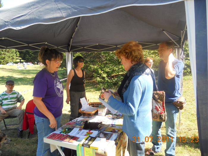 tavoli animalisti 20110802 1769409473 - FESTA DELLE ASSOCIAZIONI - LOC. 7 LARICI - COREDO (TN) - 31.07.2011