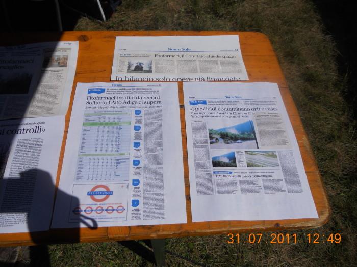 tavoli animalisti 20110802 1856713774 - FESTA DELLE ASSOCIAZIONI - LOC. 7 LARICI - COREDO (TN) - 31.07.2011