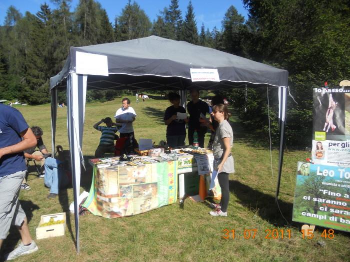 tavoli animalisti 20110802 1894363054 - FESTA DELLE ASSOCIAZIONI - LOC. 7 LARICI - COREDO (TN) - 31.07.2011