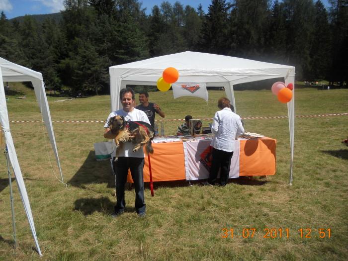 tavoli animalisti 20110802 1955037895 - FESTA DELLE ASSOCIAZIONI - LOC. 7 LARICI - COREDO (TN) - 31.07.2011