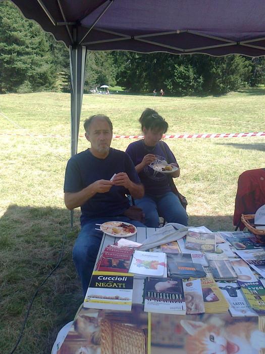 tavoli animalisti 20110805 1124699950 - FESTA DELLE ASSOCIAZIONI - LOC. 7 LARICI - COREDO (TN) - 31.07.2011
