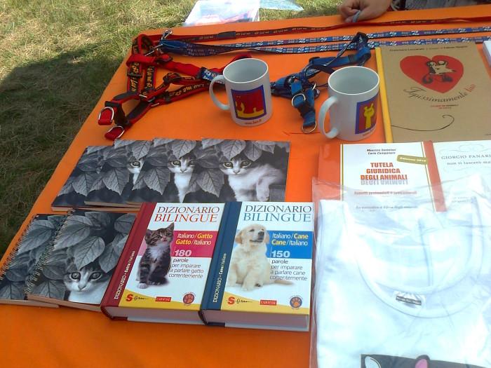 tavoli animalisti 20110805 1228530524 - FESTA DELLE ASSOCIAZIONI - LOC. 7 LARICI - COREDO (TN) - 31.07.2011