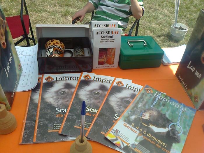 tavoli animalisti 20110805 1414723262 - FESTA DELLE ASSOCIAZIONI - LOC. 7 LARICI - COREDO (TN) - 31.07.2011