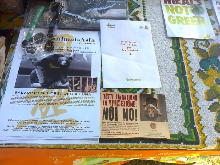 tavoli animalisti 20110805 1470204253 - FESTA DELLE ASSOCIAZIONI - LOC. 7 LARICI - COREDO (TN) - 31.07.2011