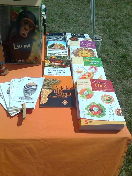 tavoli animalisti 20110805 1699769946 - FESTA DELLE ASSOCIAZIONI - LOC. 7 LARICI - COREDO (TN) - 31.07.2011