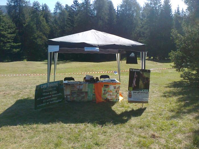 tavoli animalisti 20110805 1737061672 - FESTA DELLE ASSOCIAZIONI - LOC. 7 LARICI - COREDO (TN) - 31.07.2011