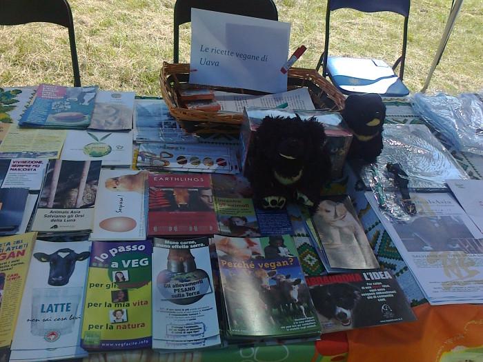 tavoli animalisti 20110805 1842476203 - FESTA DELLE ASSOCIAZIONI - LOC. 7 LARICI - COREDO (TN) - 31.07.2011