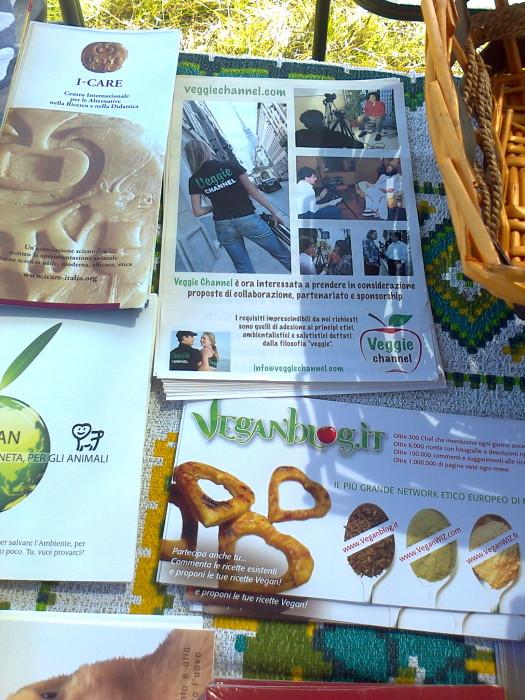 tavoli animalisti 20110805 1848013779 - FESTA DELLE ASSOCIAZIONI - LOC. 7 LARICI - COREDO (TN) - 31.07.2011