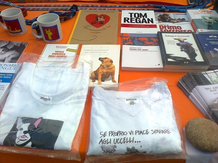 tavoli animalisti 20110805 1897179208 - FESTA DELLE ASSOCIAZIONI - LOC. 7 LARICI - COREDO (TN) - 31.07.2011