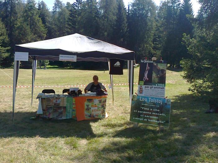 tavoli animalisti 20110805 2061382695 - FESTA DELLE ASSOCIAZIONI - LOC. 7 LARICI - COREDO (TN) - 31.07.2011