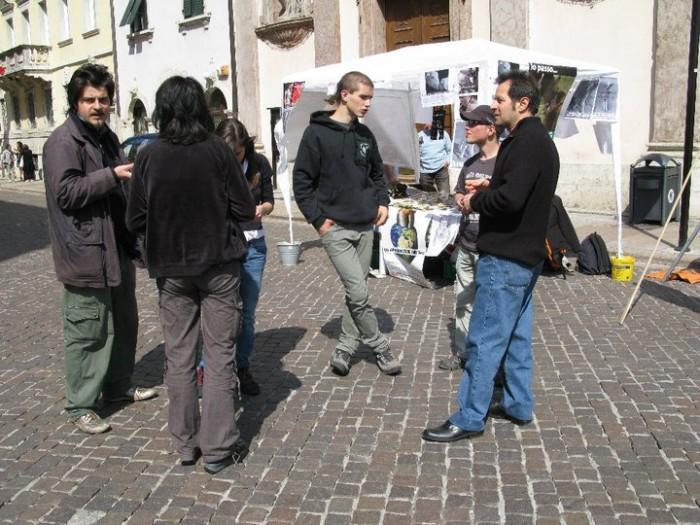 tavolo info massacro pasq 20130212 1619152700 - 16 aprile 2011 - TAVOLO INFORMATIVO SU MASSACRO AGNELLI E CAPRETTI PERIODO PASQUALE - 2011-