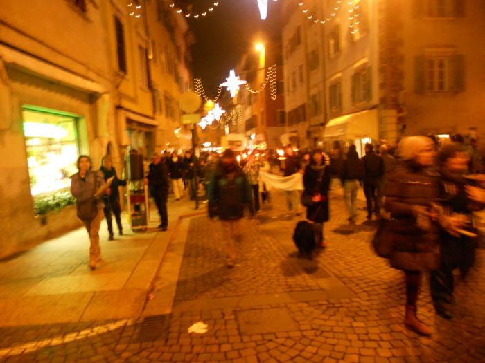 trento 03 dicembre fiacco 20130212 1068510021 - 03 dicembre 2011 Trento fiaccolata per denunciare lo sterminio degli animali nel periodo natalizio (e non solo!)