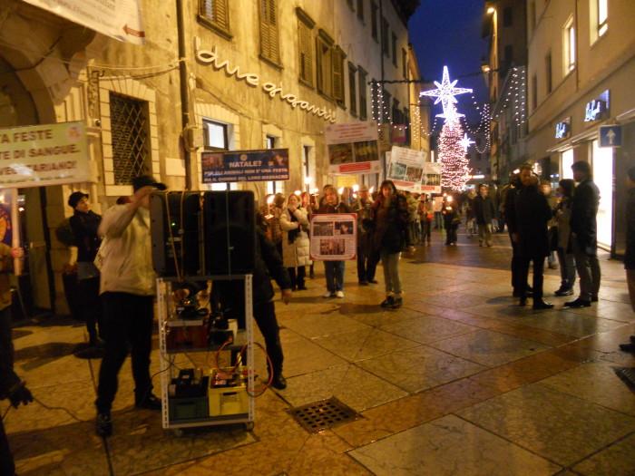trento 03 dicembre fiacco 20130212 1188529314 - 03 dicembre 2011 Trento fiaccolata per denunciare lo sterminio degli animali nel periodo natalizio (e non solo!) - 2011-
