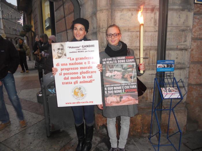 trento 03 dicembre fiacco 20130212 1411792570 - 03 dicembre 2011 Trento fiaccolata per denunciare lo sterminio degli animali nel periodo natalizio (e non solo!)