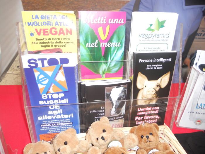 trento 03 dicembre fiacco 20130212 1529360201 - 03 dicembre 2011 Trento fiaccolata per denunciare lo sterminio degli animali nel periodo natalizio (e non solo!)