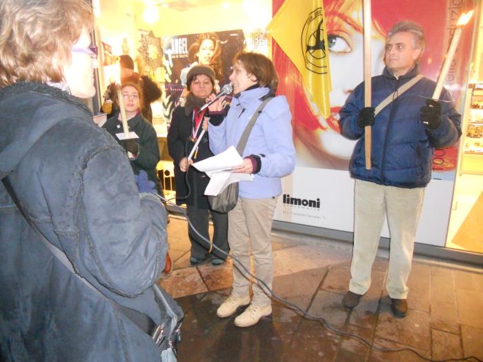 trento 03 dicembre fiaccolata 20111203 1137954501 - 03 dicembre 2011 Trento fiaccolata per denunciare lo sterminio degli animali nel periodo natalizio (e non solo!)