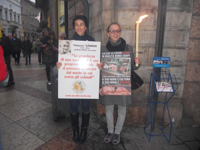 trento 03 dicembre fiaccolata 20111203 1215380813 - 03 dicembre 2011 Trento fiaccolata per denunciare lo sterminio degli animali nel periodo natalizio (e non solo!)