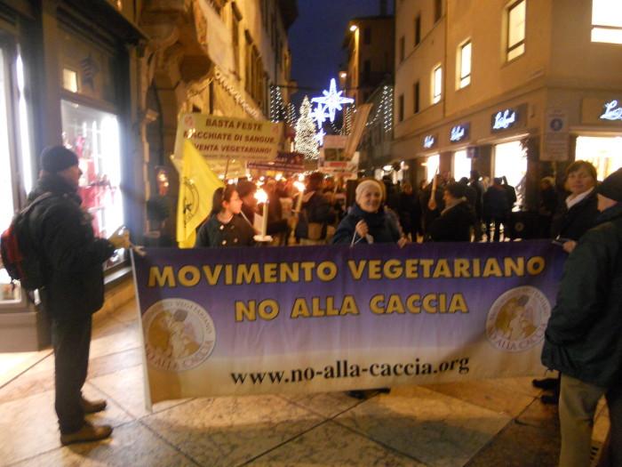 trento 03 dicembre fiaccolata 20111203 1353269809 - 03 dicembre 2011 Trento fiaccolata per denunciare lo sterminio degli animali nel periodo natalizio (e non solo!)