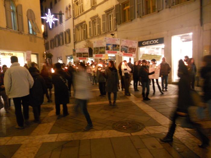 trento 03 dicembre fiaccolata 20111203 1476133791 - 03 dicembre 2011 Trento fiaccolata per denunciare lo sterminio degli animali nel periodo natalizio (e non solo!)