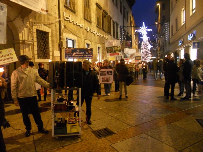 trento 03 dicembre fiaccolata 20111203 1656811771 - 03 dicembre 2011 Trento fiaccolata per denunciare lo sterminio degli animali nel periodo natalizio (e non solo!)