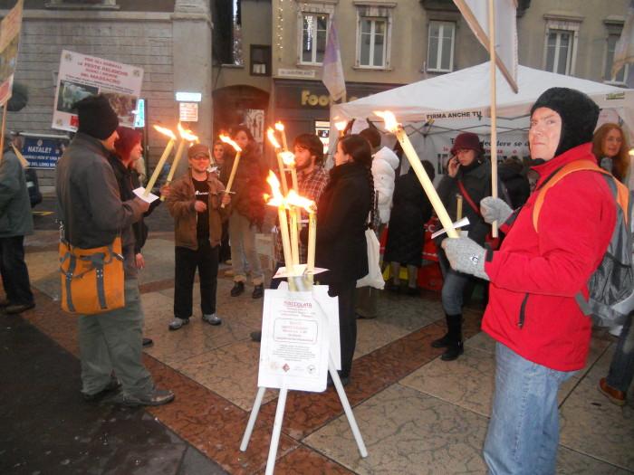 trento 03 dicembre fiaccolata 20111203 1722049615 - 03 dicembre 2011 Trento fiaccolata per denunciare lo sterminio degli animali nel periodo natalizio (e non solo!)