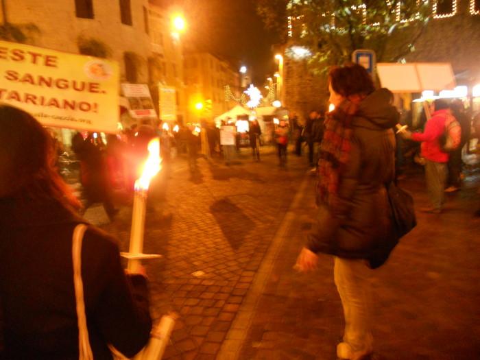 trento 03 dicembre fiaccolata 20111203 1944876199 - 03 dicembre 2011 Trento fiaccolata per denunciare lo sterminio degli animali nel periodo natalizio (e non solo!)