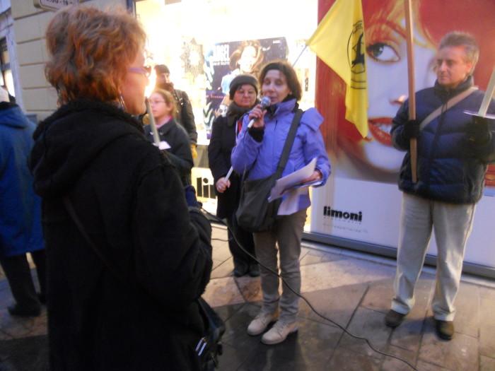 trento 03 dicembre fiaccolata 20111203 2076433947 - 03 dicembre 2011 Trento fiaccolata per denunciare lo sterminio degli animali nel periodo natalizio (e non solo!) - 2011-