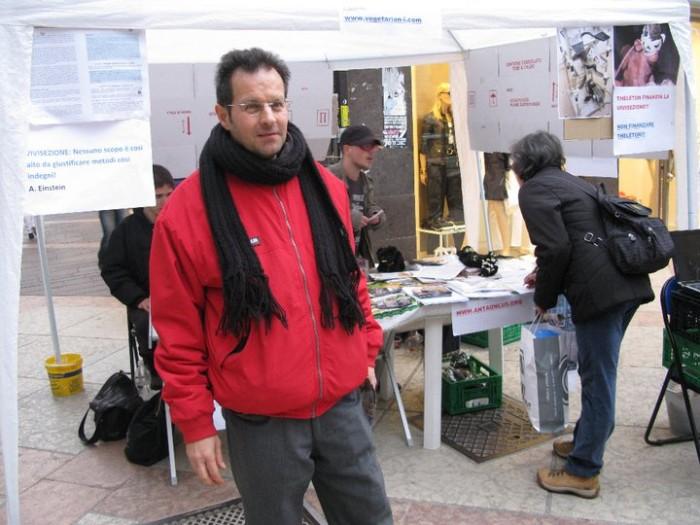 trento 12 marzo  20130212 1060280211 - TRENTO - 12.03.2011 - TAVOLO INFORMATIVO SULLA VIVISEZIONE - 2011-