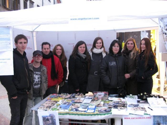 trento 12 marzo  20130212 1089160833 - TRENTO - 12.03.2011 - TAVOLO INFORMATIVO SULLA VIVISEZIONE - 2011-