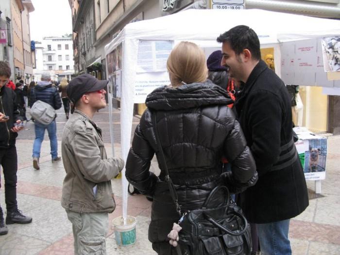 trento 12 marzo  20130212 1571115311 - TRENTO - 12.03.2011 - TAVOLO INFORMATIVO SULLA VIVISEZIONE - 2011-