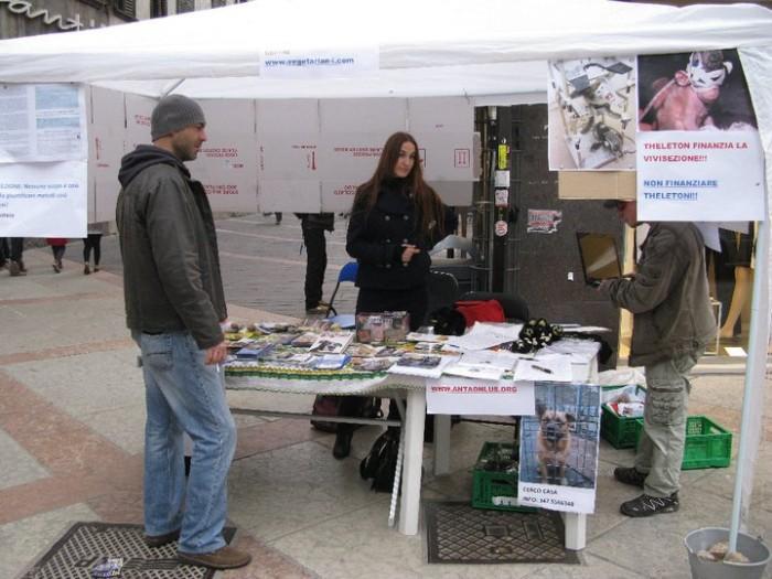 trento 12 marzo  20130212 1679064655 - TRENTO - 12.03.2011 - TAVOLO INFORMATIVO SULLA VIVISEZIONE - 2011-