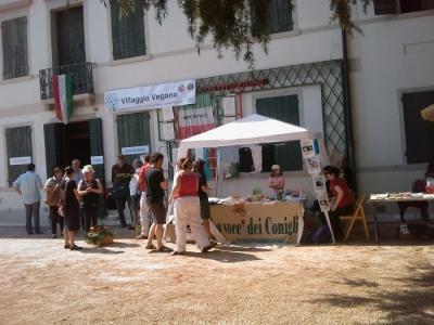 villaggio vegano 20110523 2077078535 960x300 - TAVOLO ANIMALS ASIA - Giavera del Montello (TV) - 22 maggio - 2011-
