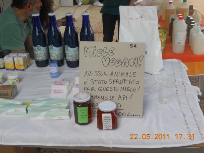 villaggio vegano 20110524 1339924352 - TAVOLO ANIMALS ASIA - Giavera del Montello (TV) - 22 maggio - 2011-