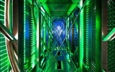 Data centre server racks e1455029653562 400x250 1 - Microsoft progetta di creare server sotto i mari, assicurandone l'ecosostenibilità. Ma è davvero così?
