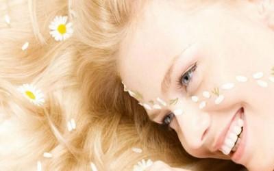 capelli forfora 400x250 1 - Rimedi naturali forfora: come eliminarla naturalmente
